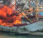Kapal Ikan Terbakar di Dermaga Pelabuhan Muarabaru