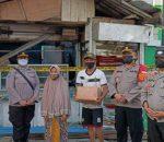 Beri Bantuan Sembako, Kapolsek Bekasi Utara Ringankan Beban Korban Kebakaran