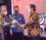 Ketua PN Jakarta Utara Terima Penghargaan dari Ketua MA